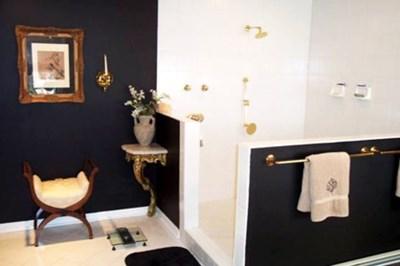 Diverse billeder af badeværelser